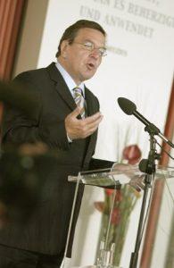 Bundeskanzler Gerhard Schröder beim Symposium geistiges Eigentum in München