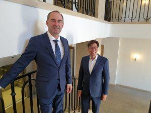 Achim von Michel mit Bayerns Wirtschaftsminister Hubert Aiwanger